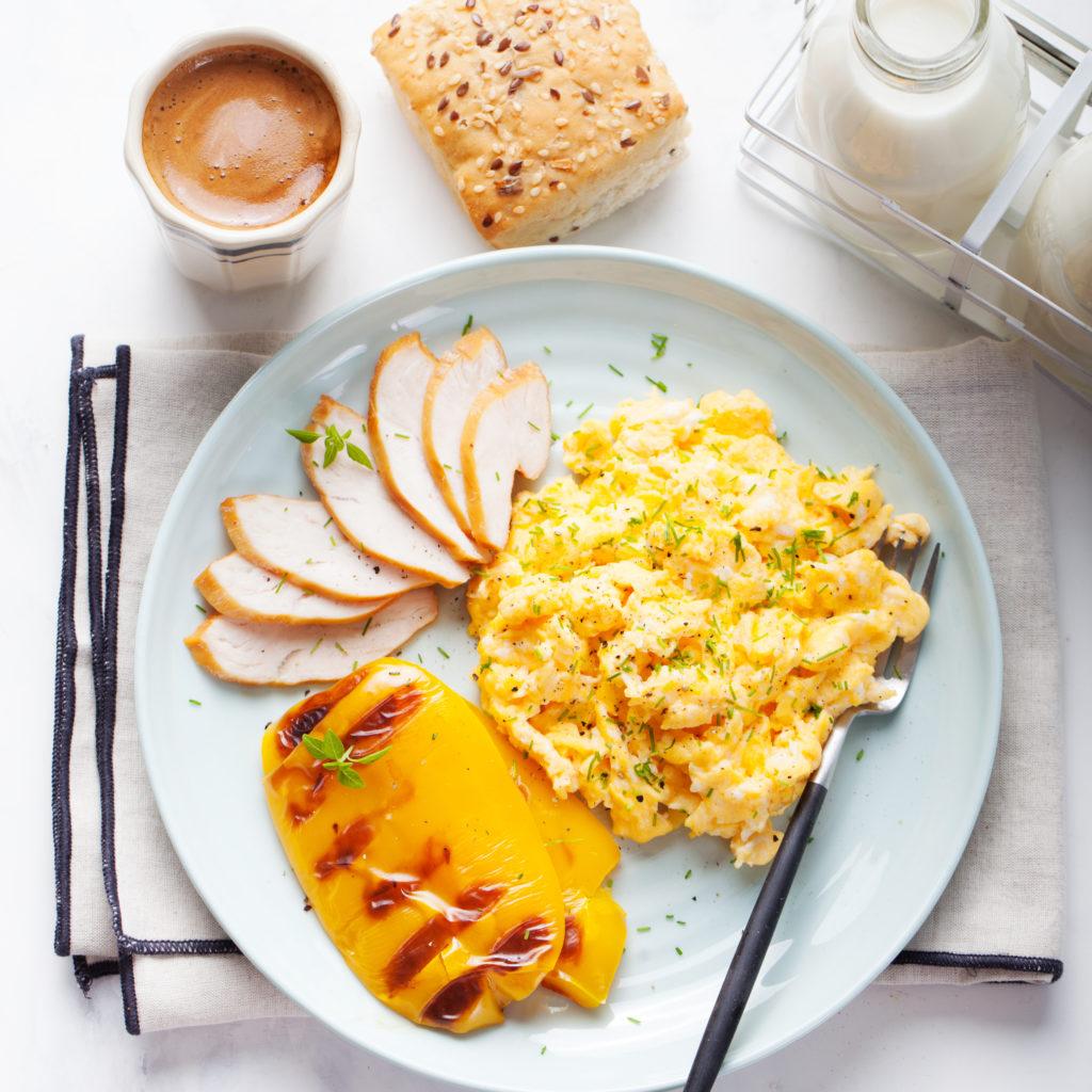 Scrambled eggs, omelet, pepper, smocked chicken